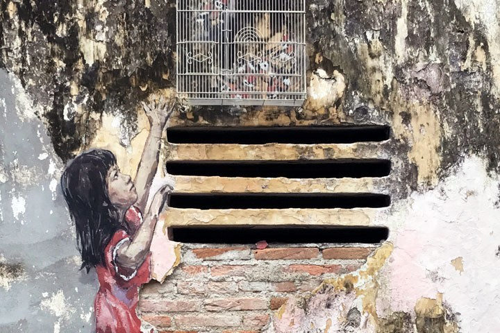 Malaysia-Ipoh-Old-Town-Street-Art-Ernest-Zacharevic-Girl-Close-Up