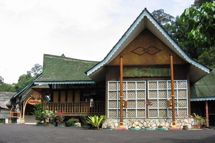 1200px-Front_View_of_Orang_Asli_Museum