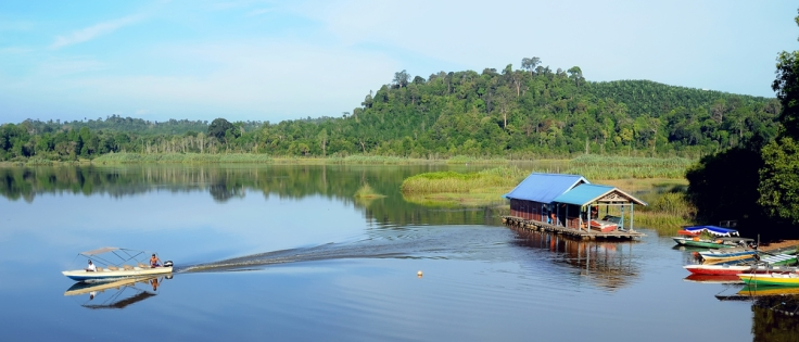 boats-on-lake-chini